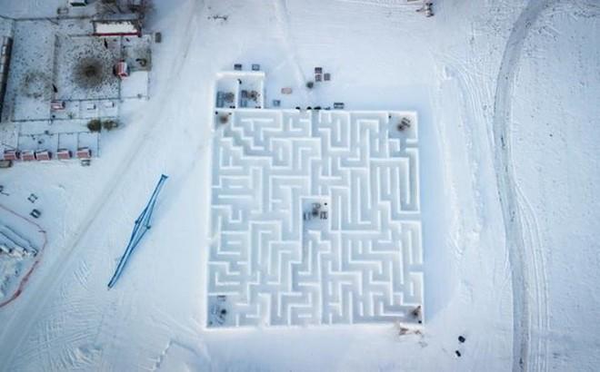 Choáng với mê cung tuyết lớn nhất thế giới rộng gần 2.800 mét vuông