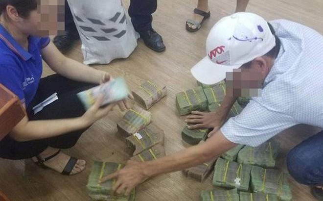 Giá đất 'sốt' hầm hập, người Đà Nẵng vác từng bao tiền đi mua đất