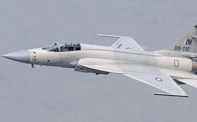 """Hai chiến đấu cơ Pakistan bay cách biên giới 10 km, Ấn Độ """"hốt hoảng"""" báo động"""