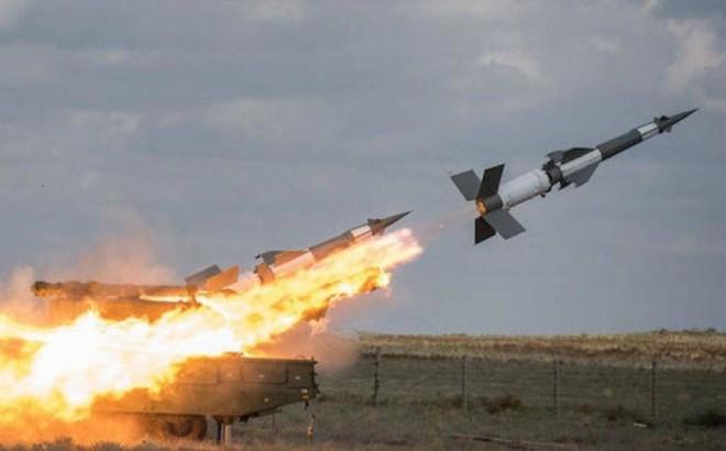 """Ukraine khoe thử tên lửa gần cửa nhà """"trùm vũ khí"""" Nga"""