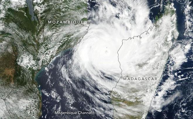 Bão lớn đổ bộ Mozambique cô lập hàng trăm nghìn người