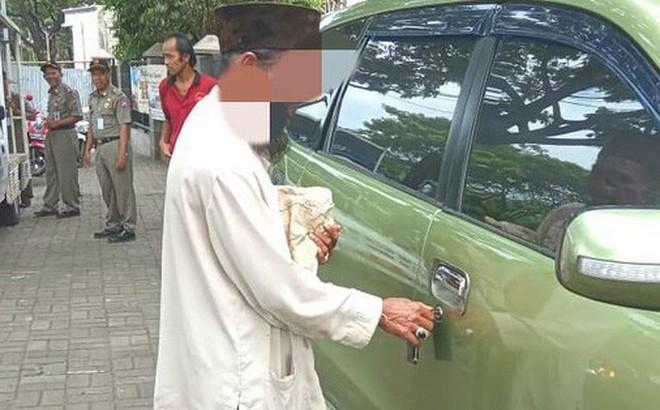 Người đàn ông ăn xin nhưng lại sở hữu cả ô tô khiến cộng đồng mạng chỉ trích gay gắt