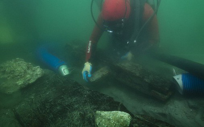 """Khai quật tàu cổ """"ngủ quên"""" 2.500 năm dưới đáy sông Nile"""