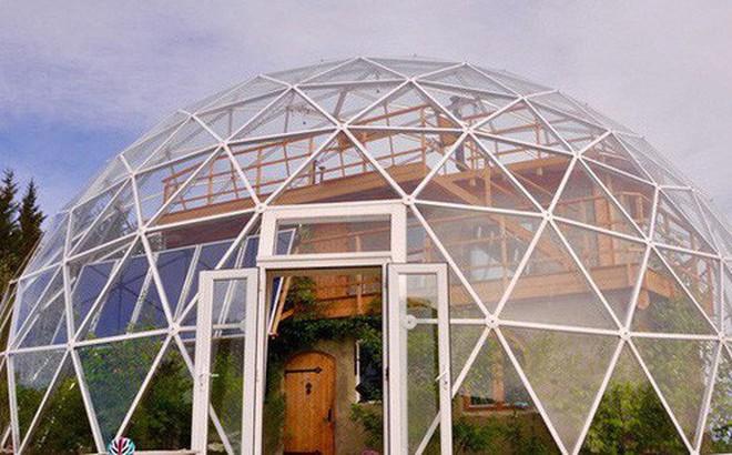 Ấn tượng với ngôi nhà trong suốt hình cầu đặc biệt được xây dựng ngay gần Bắc Cực của gia đình 6 người