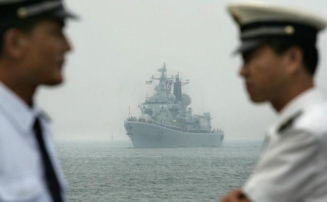 Bị chiến hạm Mỹ khiêu khích ở vùng biển nhạy cảm, Trung Quốc nổi trận lôi đình