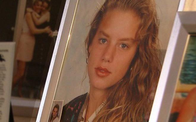 Thiếu nữ bị cưỡng bức và giết chết, anh trai kế đứng ra đầu thú giết em gái, giúp cảnh sát bắt được kẻ thú ác sau 20 năm