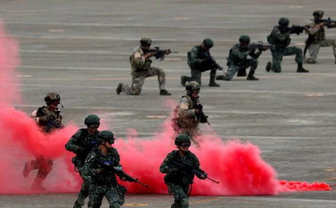 """Mỹ nói gì sau vụ chiến đấu cơ Trung Quốc cố tình """"vượt rào"""" ở eo biển Đài Loan?"""