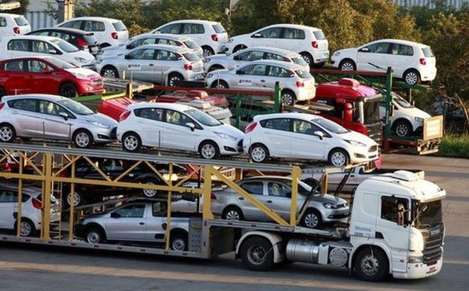 Ô tô nhập khẩu ùn ùn về Việt Nam, thuế thu được tăng hàng nghìn tỷ đồng