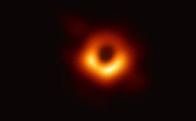 Hình ảnh đầu tiên về hố đen vũ trụ cách Trái Đất 55 triệu năm ánh sáng