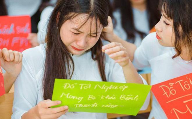 Bật khóc nức nở lúc chụp kỷ yếu, nữ sinh gây xúc động với câu chuyện về điều ước cho người cha nghèo đang mang bệnh nặng