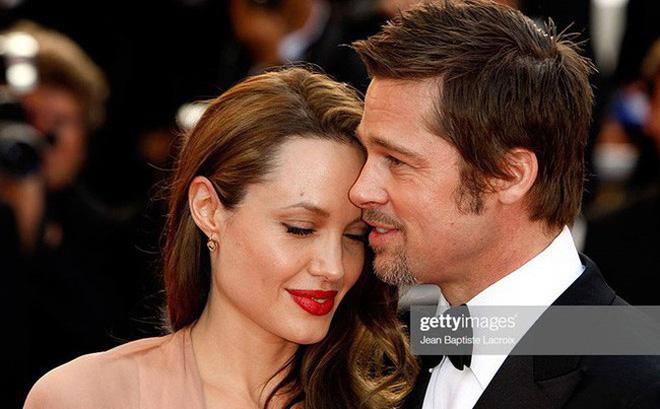 Angelina Jolie chính thức đổi họ sau khi không còn là vợ của Brad Pitt