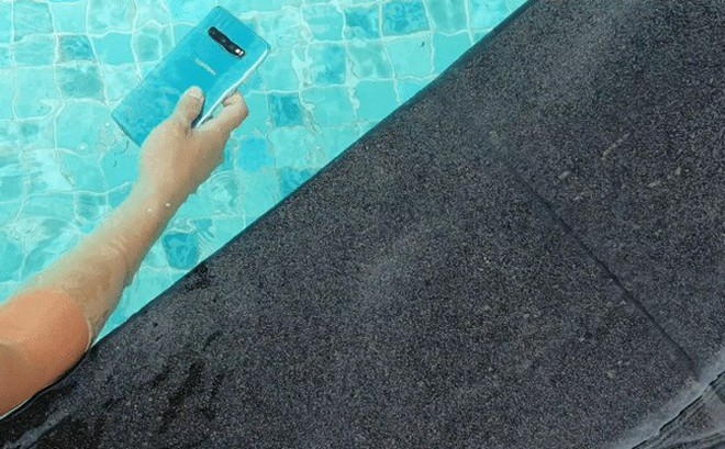 Đây là lý do nhiều người dùng chọn mua Galaxy S10 vì một linh kiện nhỏ nhưng quan trọng hàng đầu ở dưới màn hình