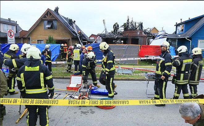 Máy bay đâm vào nhà dân, 6 người thiệt mạng
