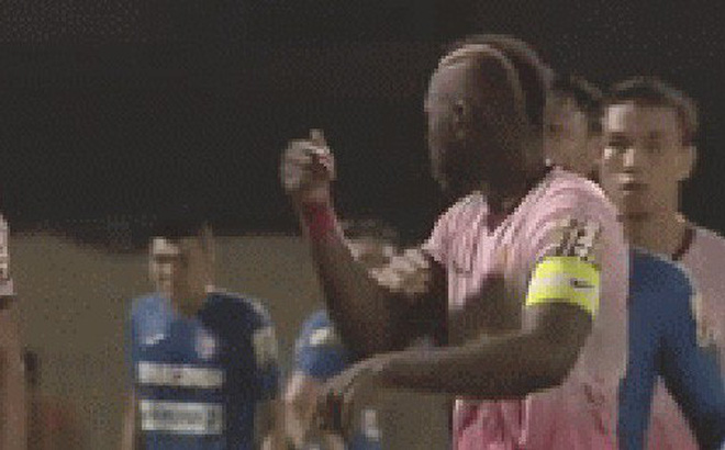 """Cầu thủ Sài Gòn FC bất bình: """"Mạc Hồng Quân gây sự trước, sao chỉ mình tôi nhận thẻ đỏ?"""""""