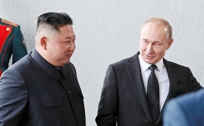 """Ông Putin phá lệ """"đi muộn"""" trong cuộc gặp ông Kim Jong un"""