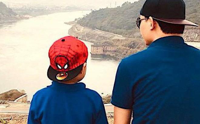 Bài học làm người bác sĩ BV Việt Đức gửi con trai: 'Cha mẹ chỉ để lại cho con kiến thức, trí tuệ và lòng yêu thương. Con hãy tự tu dưỡng để trở thành người tử tế, đừng để xã hội phải dạy con'