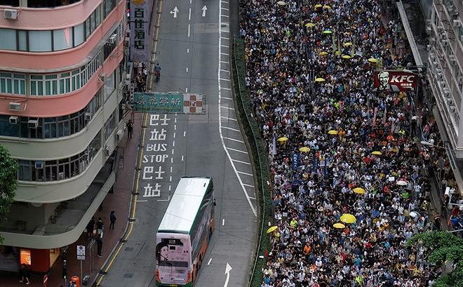Hàng chục nghìn người Hong Kong biểu tình phản đối dự luật dẫn độ
