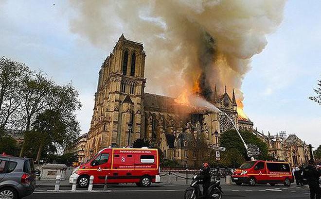 Vụ cháy nhà thờ Đức Bà Paris có 'bàn tay' của tình báo nước ngoài?