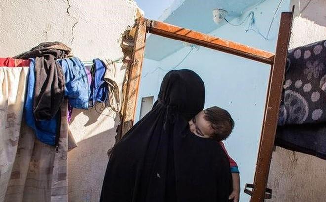 Ngày càng nhiều phụ nữ ôm con nổ bom liều chết