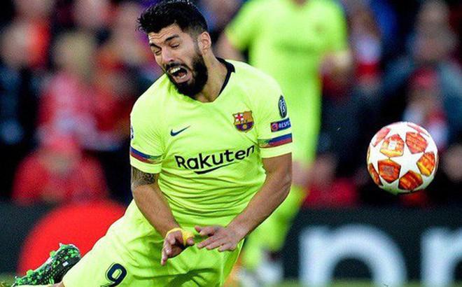 Liên tục đóng kịch 'bay giữa ngân hà', đồng đội của Messi nhận cơn mưa gạch đá từ cộng đồng mạng