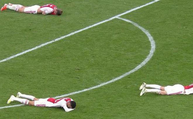Những hình ảnh tràn ngập đau thương của Ajax Amsterdam sau khi bị đội bóng của Son Heung-min kết liễu ở giây bù giờ cuối cùng