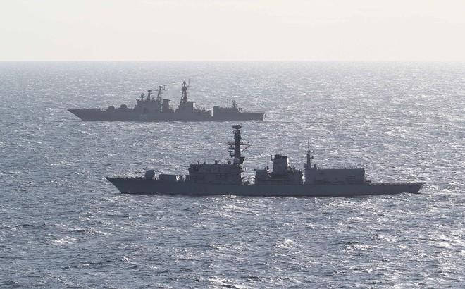 Chiến hạm Anh theo sát tàu khu trục Nga qua Eo biển Manche