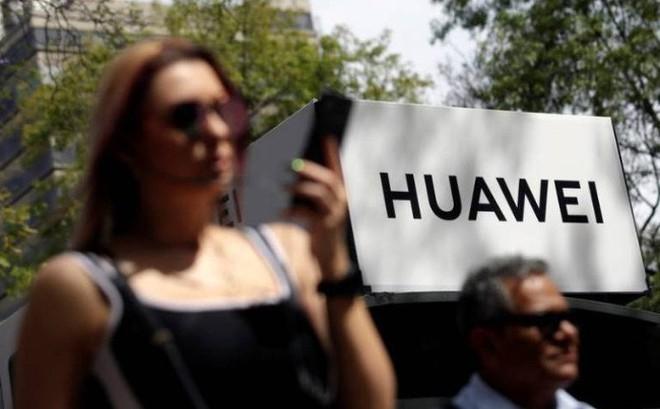 Mỹ nới lỏng lệnh cấm với Huawei