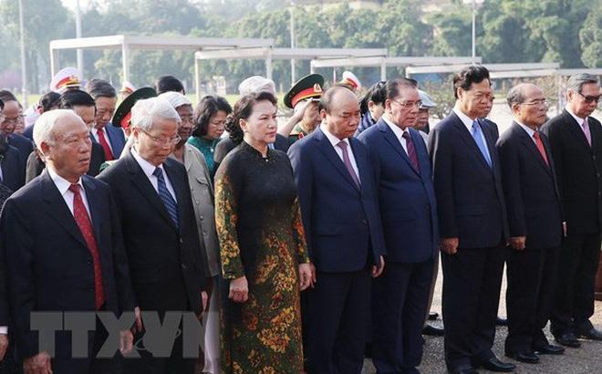 Lãnh đạo Đảng, Nhà nước đặt vòng hoa và vào Lăng viếng Bác