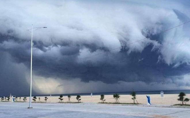 Sự thật đằng sau đám mây khổng lồ với hình thù kỳ lạ ở Huế đang khiến cộng đồng mạng sửng sốt