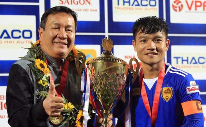 Chia tay HLV trưởng, đội trưởng CLB V.League viết tâm thư xúc động: 'Lần đi này không còn thầy nữa'
