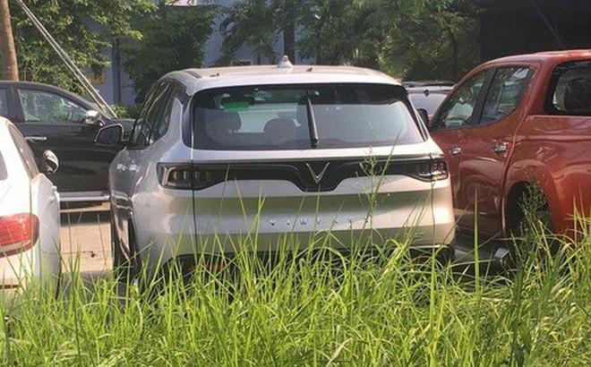 VinFast Lux đi đăng kiểm tại Việt Nam, sẵn sàng bán ra vào tháng sau