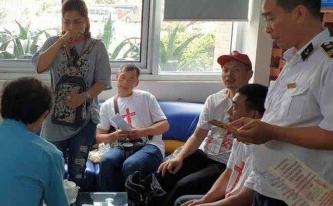 Trục xuất nhóm du khách Trung Quốc tuyên truyền tôn giáo ở Quảng Ninh