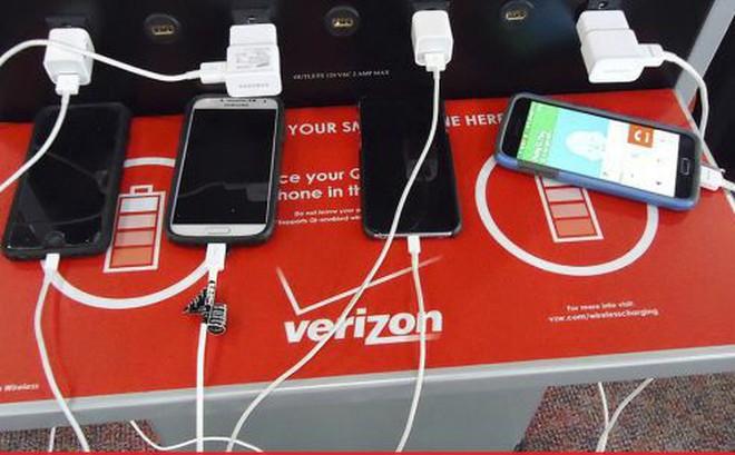 Lý do bạn nên bỏ ngay thói quen sạc điện thoại tại sân bay
