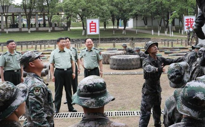 Giữa thương chiến, ông Tập Cận Bình đến Học viện lục quân chỉ đạo sẵn sàng chiến đấu