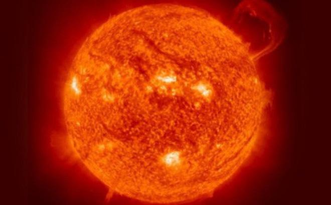 """Các nhà khoa học phương Tây nói về việc nghiên cứu """"chất lạ"""" trong bầu khí quyển Mặt Trời"""