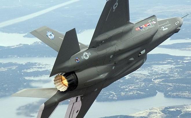 """Chiến tranh thương mại Mỹ - Trung: Tiêm kích F-35 """"chịu trận"""" vì không có đất hiếm"""