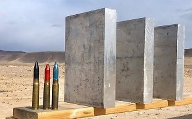 Điều gì xảy ra khi bắn đạn 20mm vào ba tấm nhôm dày gần 7cm?