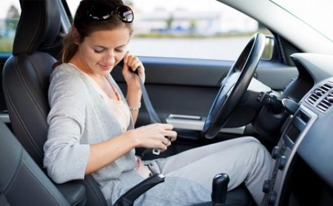 Tia UV vẫn có thể xuyên qua cửa kính gây hại cho da, cần chống nắng ngay cả khi trong ôtô