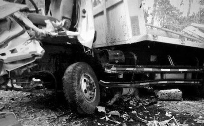 Lật xe chở đoàn người dự lễ ăn hỏi, cô dâu và 12 người tử nạn