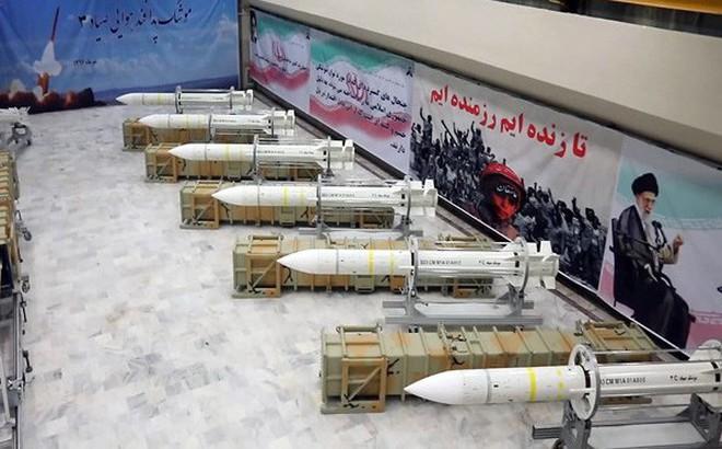 """Căng thẳng với Mỹ chưa ngớt, Iran khoe tên lửa """"sát thủ"""" diệt mục tiêu tàng hình"""