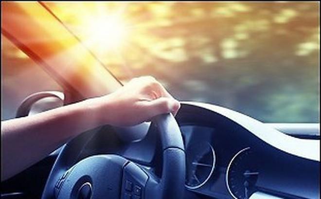 Ngồi trong xe ô tô có bị nhiễm tia UV hay không?