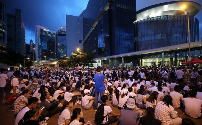 Hong Kong: Hàng ngàn cửa hiệu cho nhân viên nghỉ làm để tham gia biểu tình