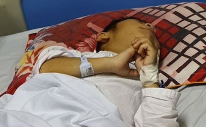 Thông tin mới về bé trai 9 tuổi bị đàn chó nhà nuôi cắn đứt bộ phận sinh dục