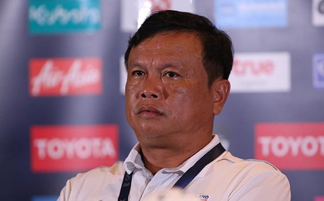 Thua đau đớn tuyển Việt Nam, HLV Thái Lan phải giải trình