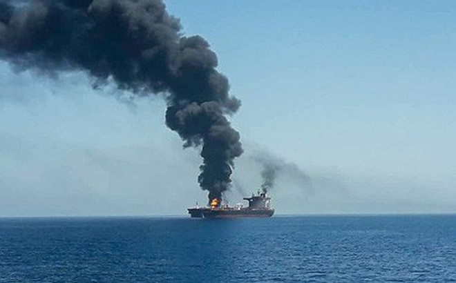 """Mỹ cáo buộc Iran tấn công hai tàu chở dầu ở vịnh Oman, Nga """"phản pháo"""" cực gắt"""