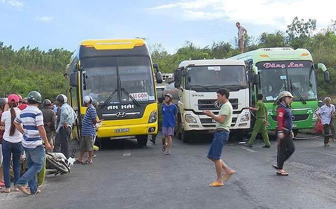 Ô tô tải mất lái khi đổ đèo gây tai nạn cho 5 xe khác