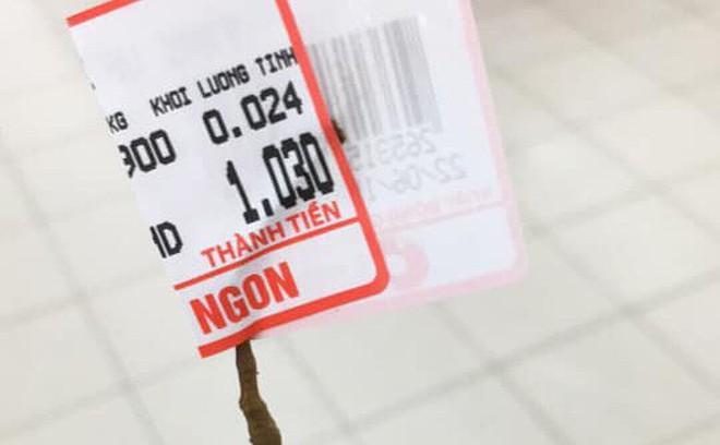 """Thanh niên """"thánh lầy"""" vào siêu thị mua đúng 1 quả vải với giá 1 nghìn đồng khiến MXH dậy sóng"""