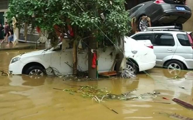 Lũ lụt do mưa lớn làm ít nhất 6 người thương vong
