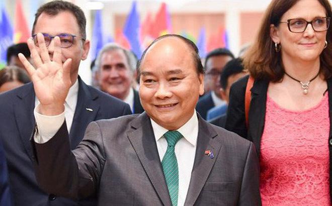 Sự hiện diện 'bất ngờ' của Thủ tướng Nguyễn Xuân Phúc ở lễ ký kết EVFTA - dấu mốc mới cho hành trình gần một thập kỷ