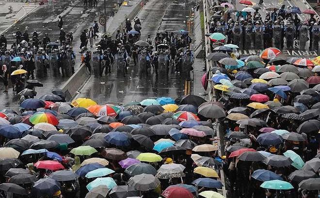 Hong Kong căng thẳng chưa từng có vì bạo lực